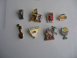 Lot De 8 Pin's - Pin's