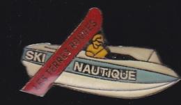 65477-Pin's- Camping Les Terres Rouges, Clérey.Bateau.Ski Nautique. - Ski Nautique