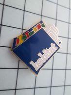 718b Pin's Pins / Beau Et Rare / THEME : ARTHUS BERTRAND / SAC EN PAPIER HABITAT - Food