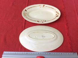 K4 DEUX PETITS PLATS OVALES / ANCIENS - Schalen Und Tabletts