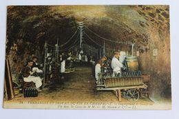 Reims - Vendanges Et Travail Du Vin En Champagne - Dégorgement Et Dosage Du Vin Dan Les Caves M.MG.H. Mumm Et Cie - Reims