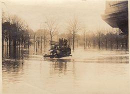Photo Innondations à Liège 1 Janvier 1926 Légendée Au Dos Pompier - Orte