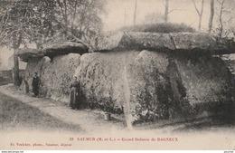 X19- 49) SAUMUR (MAINE ET LOIRE)  GRAND DOLMEN  DE BAGNEUX - (ANIMEE - 2 SCANS) - Saumur