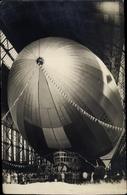 Photo Cp Graf Zeppelin, LZ 127, Luftschiff In Der Luftschiffhalle - Non Classés