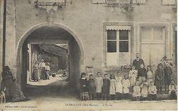CPA DOMBLAIN  (HAUTE-MARNE) 52 - L'Ecole - Animée - France