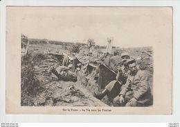 C.P.A  De 14-18  :  SUR LE FRONT  -- LA VIE SOUS LES TOMBES - Guerra 1914-18