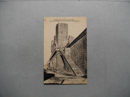 AIGUES MORTES  -  30  -  Les Remparts -  Tour De La Reine, Vue De L'intérieur Des Remparts  -  Gard - Aigues-Mortes