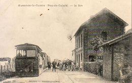 D62  AVESNES LE COMTE  La Gare  .......... Avec Train En Gare - Avesnes Le Comte