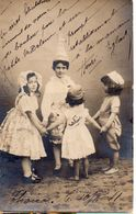 CPA  -  écrite    - Quatre Enfants Dansant La Ronde - Scènes & Paysages