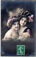 CPA  -  écrite  -   Deux Charmantes Jeunes Filles - Scènes & Paysages
