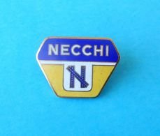 NECCHI Sewing Machine - Italy Enamel Pin Badge Machine à Coudre Máquina De Coser Nähmaschine Macchina Da Cucire Italia - Sciences & Technique