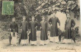 Yunnan Boys Et Interpretes De Mongtze - Chine