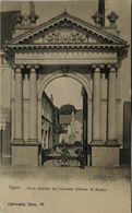 Ieper - Ypres // Porte Entree De L'ancienne Abbaye St. Martin (animee) Ca 1900 Ed Callewaert - Ieper