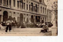 Boulogne Sur Mer La Terrasse Du Casino à L'heure De La Musique ( Important Auditoire , Statue - Boulogne Sur Mer