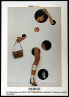 Fille Nue Portant Des Bottes Et Un Sac à Main VicMatié VICMATIE Naked Girl Wearing Boots And A Handbag - Werbepostkarten