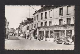 """CPSM Pf . 60 . CRÉPY-EN-VALOIS . Rue De Paris . """"Grand Bazar Parisien"""". Voitures, Animation . - Crepy En Valois"""