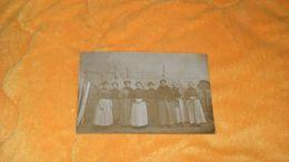 CARTE POSTALE PHOTO ANCIENNE CIRCULEE DATE ?.../ GROUPEMENT DE FEMMES.... OUVRIERES ?..... - Femmes