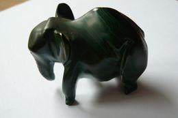 Eléphant En Malachite Vert Noirâtre - Animals