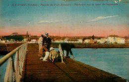 Ile D'yeu * Façade De Port Joinville * Pêcheurs Sur Le Quai De L'estacade - Ile D'Yeu