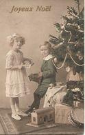 L100G125 - Joyeux Noël - Enfants Au Pied Du Sapin Entouré De Jouets - - Other