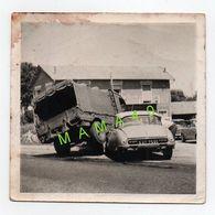 PHOTO - ACCIDENT - CAMION MILITAIRE ET CITROEN DS - Cars