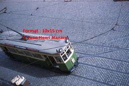 Reproduction D'unePhotographie D'une Vue D'un Tramway Avec Publicité Vittelloise Place Gare De Lille En 1961 - Reproductions