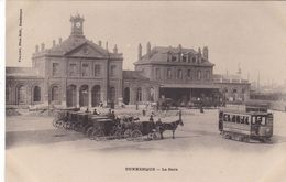 59. DUNKERQUE. CPA.  LA GARE. TRAMWAY. TAXIS-ATTELAGES - Dunkerque