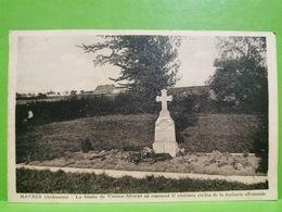 Haybes Sur Meuse, La Tombe De Vannes-Alcorpd Ou Reposent 17 Victimes Civiles De La Barbarie Allemande - Charleville