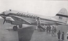 Aero Coach Propeller Plane Safeway-Skycoach, Passengers Loading On Tarmac, C1950s Vintag E Postcard - 1946-....: Modern Tijdperk