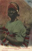 Afrique Occidentale (Senegal) DAKAR  Une Femme Volof Et Son Fils Colorisée Collection Gaufron RV Voir Poème Au Dos - Senegal