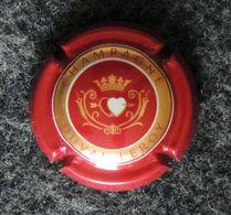 Capsule CHAMPAGNE - DUVAL LEROY - Couleur Bordeaux - 2 Cœurs Transpercés D'une Flèche - Feuillate