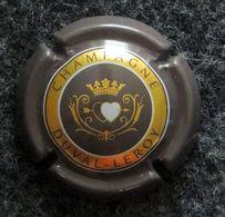 Capsule CHAMPAGNE - DUVAL LEROY - Couleur Grise - 2 Cœurs Transpercés D'une Flèche - Feuillate