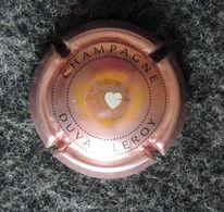 Capsule CHAMPAGNE - DUVAL LEROY - Couleur Rose- 2 Cœurs Transpercés D'une Flèche - Feuillate