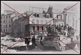 LE HAVRE -- Photo Du Jour De La Libération - Char Churchill Avec Des Soldats Britanniques Devant Le Cinéma REX à Thiers - Photos