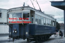 Reproduction D'unePhotographie De Passagers Montant Dans Un Tramway à Crémaillère à Laon En 1962 - Reproductions