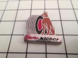 1116A Pin's Pins / Beau Et Rare / THEME : MARQUES / PNEUS KLEBER CHIEN BOXER Par DRAGO - Trademarks