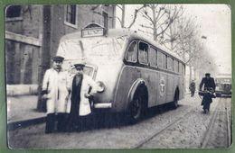 """CARTE PHOTO - CHAUFFEUR ET CONTRÔLEUR DEVANT UN BUS LIGNE """"TUL- LV"""" - VILLE A INDENTIFIER - - Bus & Autocars"""