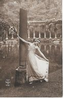 Woman In Greek Style Dress, Femme En Robe De Style Grec, Donna In Abito Stile Greco - Femmes