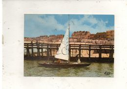 Courseulles-sur-Mer (14) : GP D'un Yacht Entrant Dans Le Chenal Du Port En 1970 (animé) GF. - Courseulles-sur-Mer
