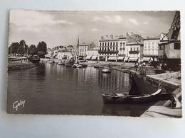 Carte Postale : 33 BLAYE : Vue Générale Du Port, Timbre En 1959 - Blaye