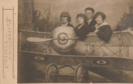 Photo - Portrait Visite - Ancienne - Montage Cartonnée -Avion De Chasse - Femmes Et Homme - Aviation