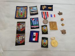 18189  MILITARIA LOT D INSIGNES/DECORATIONS CIVILS OU MILITAIRES (voir Desciptif) - Militaria