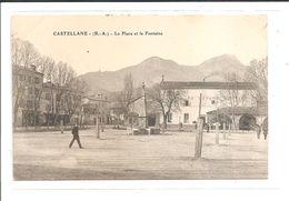 DEP. 04 CASTELLANE - LA PLACE ET LA FONTAINE Hôtel Du Levant Martiny, Animée, Circulée - Castellane