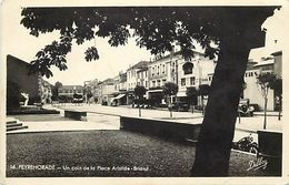 - Landes -ref-A351- Peyrehorade - Un Coin De La Place Arisitide Briand - Carte Bon Etat - - Peyrehorade