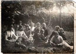 Tirage Photo Albuminé Scolaire, Groupe De Jeunes Collégiennes De La 5 ème B Année 1914/15 En Campagne - Anonyme Personen