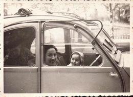 Automobile, 2 CV Citroen, Femme, Enfants       (bon Etat)  Dim : 10 X 7. - Automobile