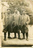 Grande Photo De Trois Sous-officier Francais Du 40 éme Régiment D'infanterie Posant A L'arrière Du Front En 14-18 - Krieg, Militär