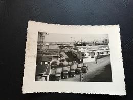 Guerre D'Algerie 1957 - Rangée De Camions SIMCA CARGO Dans Le Port D'Alger - Guerre, Militaire