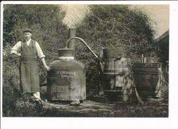 """Photo Souple ( ATTENTION REPRODUCTION )( Format 15 X 10,5 Cm ) Mésanger  Alambic  Distillation """" P. LHEUREUX """" - Alcool - France"""