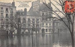20-8528 : NANTES. INONDATIONS DE LA LOIRE DE 1910. QUAI DES TANNEURS. PUBLICITE MURALE CHOCOLAT  MENIER - Nantes